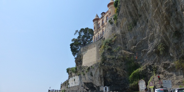 Amalfitana is situated between the sea and the cliffs.