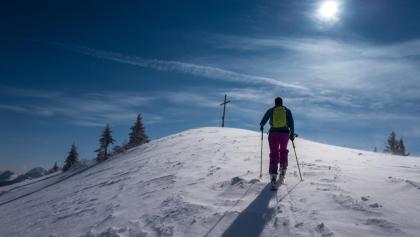 Die letzten Meter zum Gipfelkreuz des Setzberg