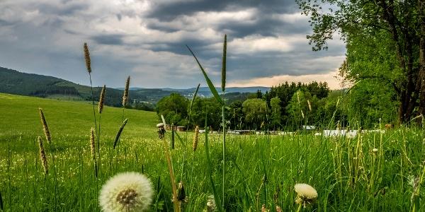 """Blick Richtung Schmallenberg am Wanderparkplatz """"Auf der Böhre"""""""