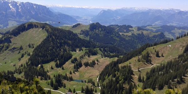 Blick Richtung Inntal - Priener Hütte unten im Bild