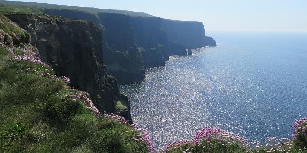 Het kustpad naar de Kliffen van Moher