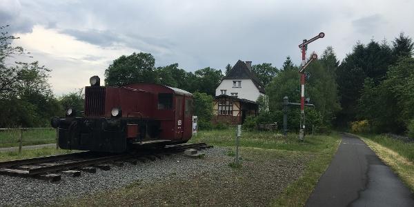 alter Bahnhof Schalkenmehren mit alter Lok