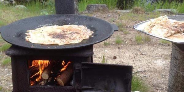 Pancakes on the muurikka in Småströmmarna