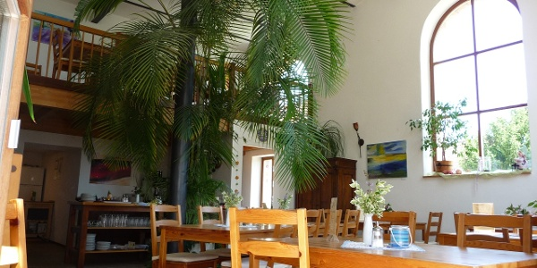 Im gemütlichen Hofcafe gibt es Kaffee und Kuchen