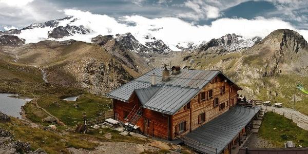 Die Marteller Hütte im Hochsommer