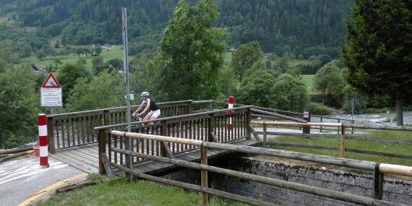 Estate-Tour Rendena-Ponte fine pista ciclabile-Foto M.Lorenzetti