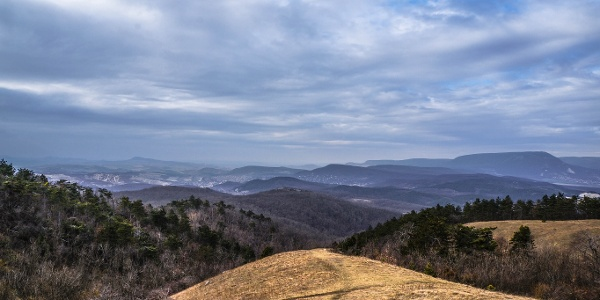 Vľavo vidíme pohorie Gerecse (Nagy-Szénás)
