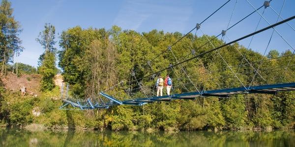 Hängebrücke zwischen Pfosen und Fischers