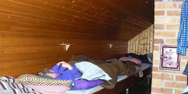 Die Hütte hat 10 Schlafplätze im Dachgeschoss