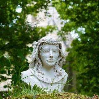 Hildegard von Bingen - Skulptur von Dr. Annette Esser