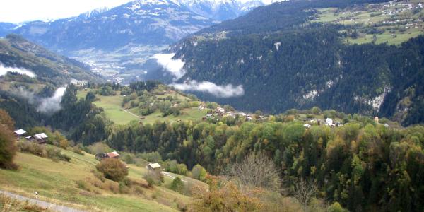 Blick auf Waltensburg und Richtung Ilanz