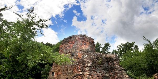 A XVIII-XIX. században a vár tégláinak nagy részét széthordták