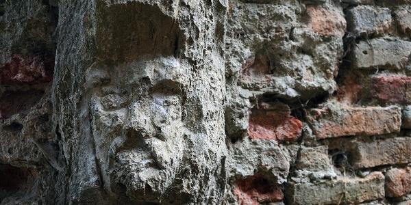 Kőarc a kereki vár falán