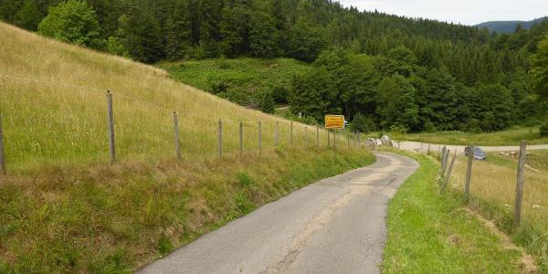 Achtung – diese kurze aber steile Abfahrt ist mit Vorsicht zu genießen!