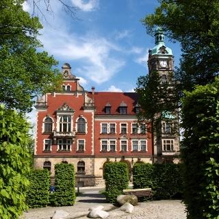 Rathaus Falkenstein mit Willy Rudert Platz