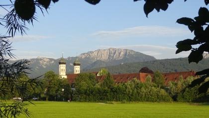 Kloster Benediktbeuern mit Benediktenwand