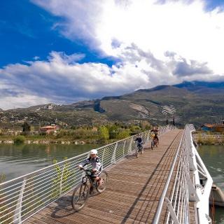Il ponte ciclabile a Torbole
