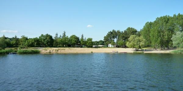 """Campingplatz """"Am Niegripper See"""" - Blick auf den Badestrand"""