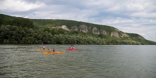 A Helembai-hegység (szlovák nevén Burdov) oldalában a Kovácspataki-sziklák