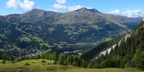 Blick von der Alp Sanaspans auf Lenzerheide.