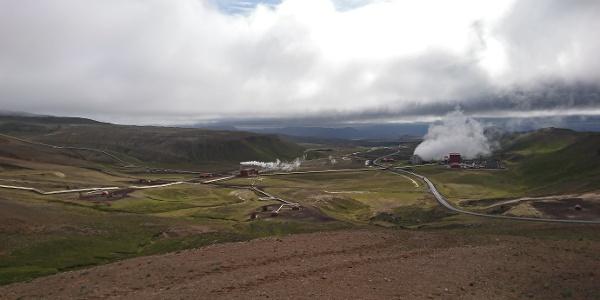Blick auf das Geothermie-Kraftwerk