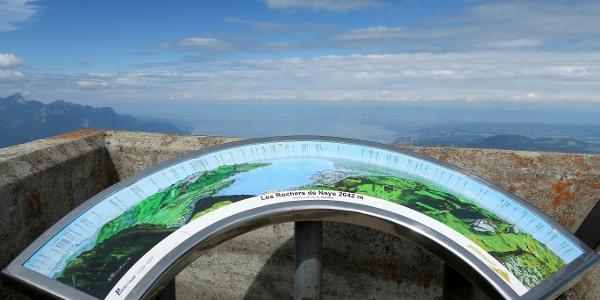 Panoramatafel auf dem Roches de Naye.