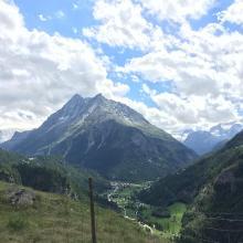 Picknickplatz beim Abstieg vom Klettersteig mit Aussicht Richtung Arolla