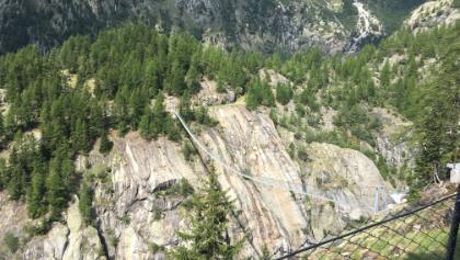 Blick über Hängebrücke Richtung Titter