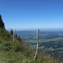Immer wieder bietet die Tour Aussichten bis weit nach Deutschland
