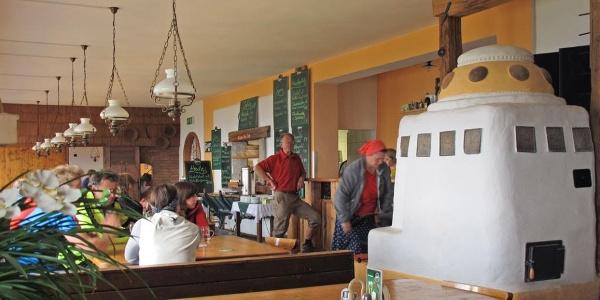 Gemütliche Stube im Ötscher-Schutzhaus des ÖTK