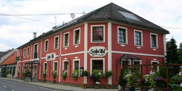 Der haubengekrönte Safenhof in Bad Waltersdorf