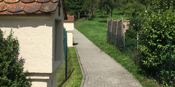 Weg Richtung Friedhof