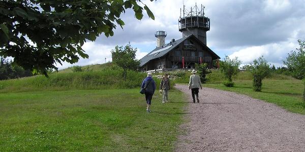 Neue Gehlberger Hütte mit Schneekopfturm