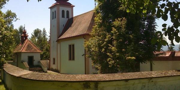 Außenansicht des Kirchleins am Heiligen Berg