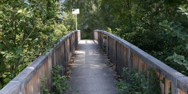 Der Steg über den Debantbach ca. 100m nach dem Bahnhof Dölsach