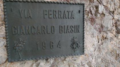 Tafel an der Via Ferrata Giancarlo Biasin