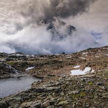 Schneefeld unterhalb der Hütte