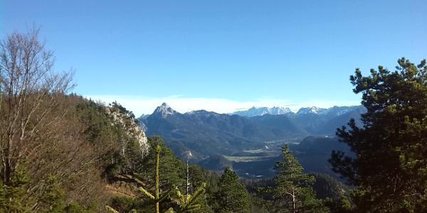 Ausblick auf die Zugspitze und Wettersteingebirge