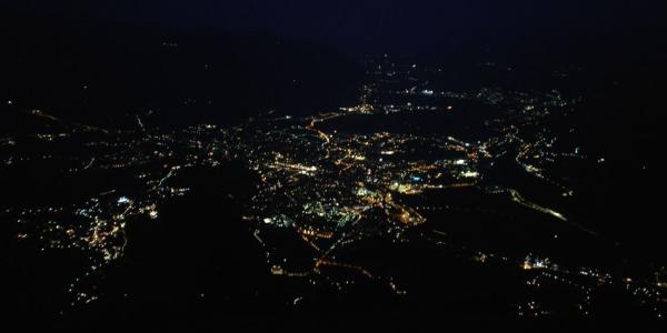 Das Ziel: Meran von oben bei Nacht nach dem letzten Wandertag