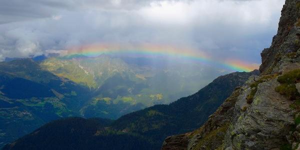 Regenbogen vor der Capanna Campo Tencia.