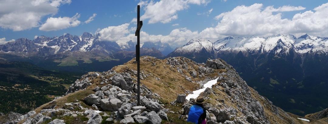 Am Gipfelkreuz des Monte Viezzena