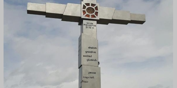"""Das """"neue"""" Gipfelkreuz"""