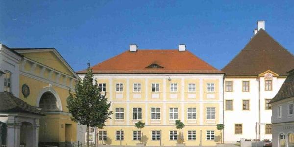 Schloss Türkheim mit Rathaus