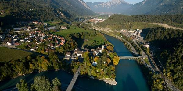 Blick auf Reichenau-Tamins und das Churer Rheintal