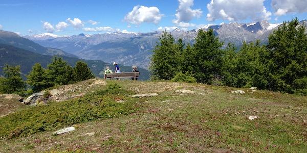 Aussichtsplatz hoch über Visp und dem Rhonetal.