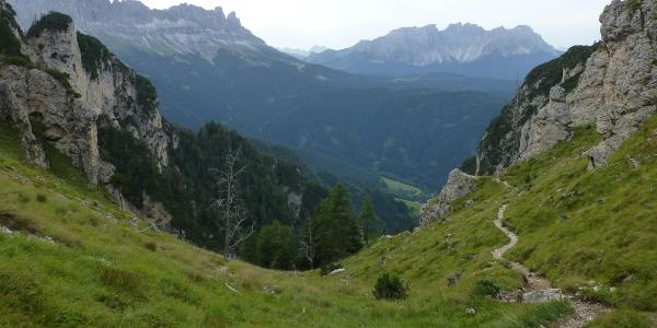 Blick vom Tschafatschsattel auf Rosengarten und Lattemar