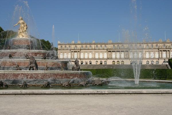 Schloss Herrenchiemsee mit Springbrunnen