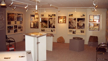 Ausstellung Schalensteine in der Region Viamala