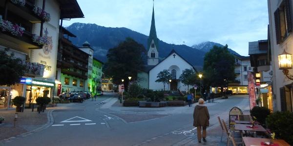 Mayrhofen in der Dämmerung