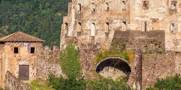 Burgenweg Jenesien Bozen Schloß Rafenstein